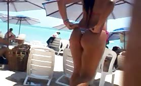 Perky round ass in bikini
