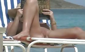 Shaved wet pussy on hidden beach cam